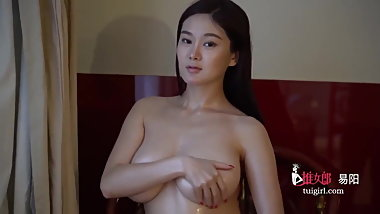 Beautiful Chinese Model Yi Yang