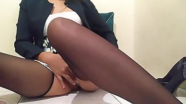 Big Orgasm [Secretary masturbates in the office]