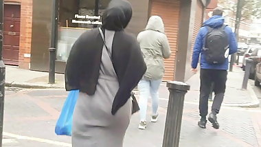 Uk candid bengali hijabi slut jiggling her ass left to right