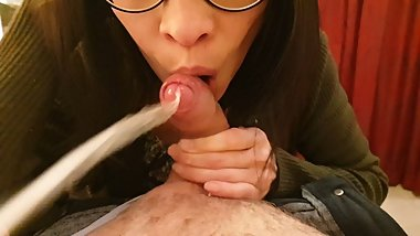 Her sweet, soft hand- and blowjob causes a cum explosion! Delicious Liv.