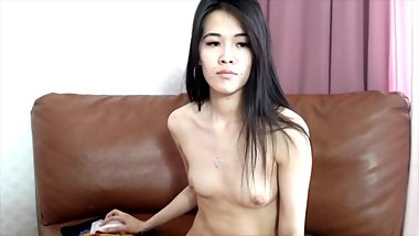 sexy asian chick get some attention