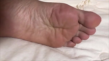 40yo Thai lady shows, lotions & massages her cute feet
