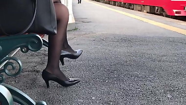 candid pantyhose legs