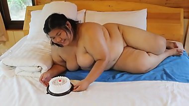 Fat Sexy Girl Naked Stuffing Her Face With Cake